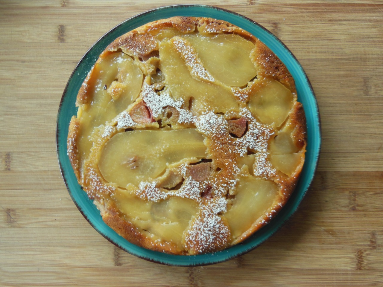 Pear-rhubarb turnover-cake with honey